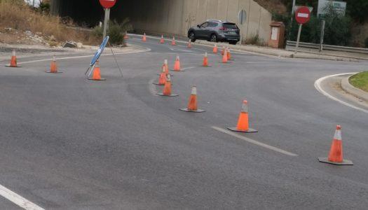 Controvertida actuación en la salida de Torreguadiaro para redirigir el tráfico
