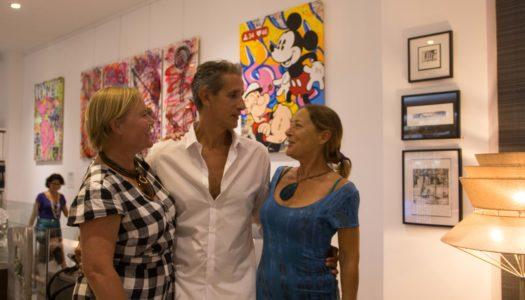 Patricia Darch acoge la exposición de tres artistas en su tienda de Sotogrande