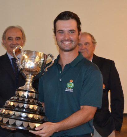 Enrique Marin, con el trofeo